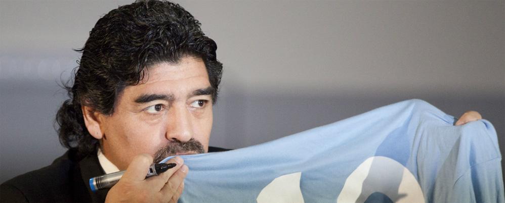 Maradona giovedì a Milano, venerdì all'Olimpico per Roma-Napoli